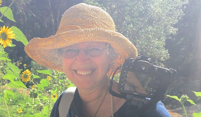 Ruth Toledo Altschuler é Educadora e Terapeuta Floral com Certificado pela Flower Essence Society